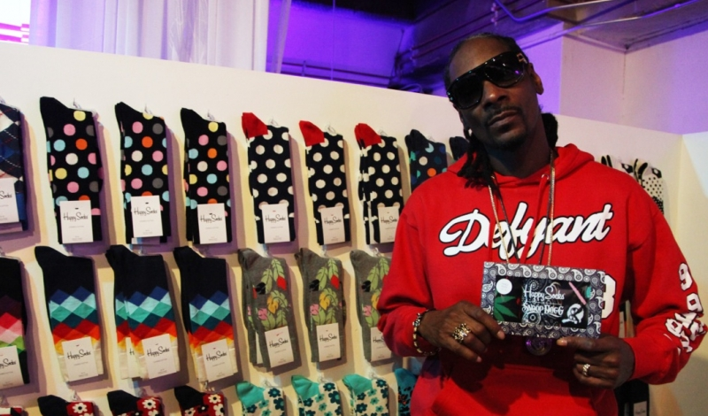 Snoop-Dogg-with-his-Happy-Socks-Collection-800x470-14152905792.jpg