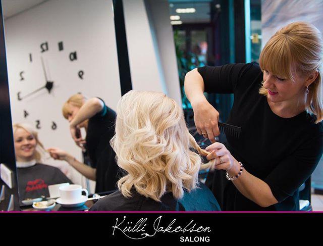 Juuksur @jaanikaoolma Külli Jakobson Salongis 💇🏼♀️ . . . #hairdresser #hair #beauty #beautysalon #salon #tallinn #estonia #goodhairday #haircut #brunettes #blondes #hairstyle #loveyourhair #hairstylist #salonlife #hairdye #haircolor #juuksur #kosmeetik #makeup #karaja #wella #wellaprofessionals #wellaeesti #küllijakobsonsalong #kjsalong #loveyourjob #hairoftheweek #licencedtocreate #visittallinn @beautykonnect