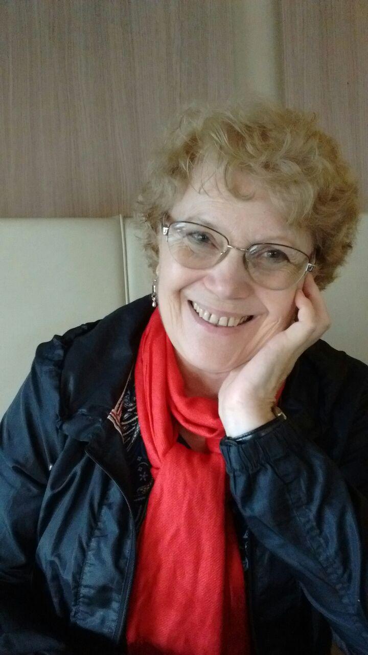 Sra. Ana Navone    Vice-Presidenta