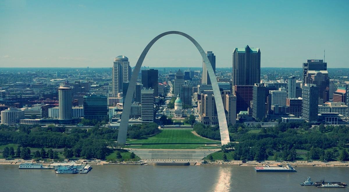 Gateway Arch – St. Louis, MO (photo by Sam Valadi)