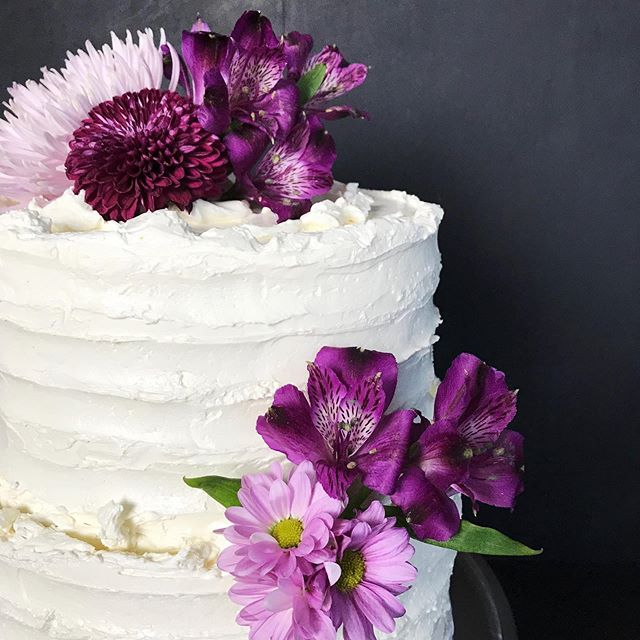 Earl Grey tea is not just for sipping on cold afternoons. Steeped in warm milk it adds so much flavour to this cake. Our Earl Grey cake with a Raspberry Cream filling makes a perfect summer wedding cake. Congrats Kathleen & Jesse!