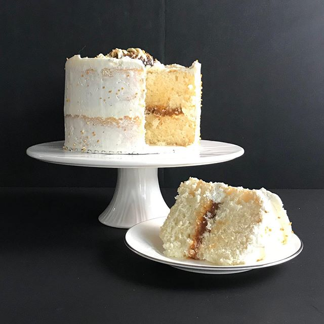 Our light and airy Classic White cake was a perfect match for this date, apricot and Amaretto filling. It can be oh so hard sometimes creating new flavours but we had fun with @duzudates on this one! 😊