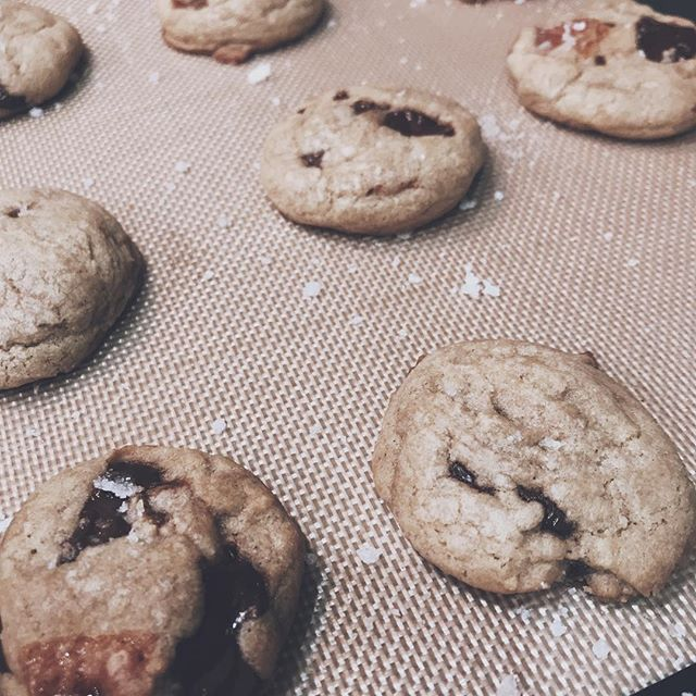Starting 2019 with yummy chocolate chip cookies with caramel shards. Happy New Year!✨
