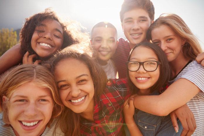 teach-prayer-to-teens-696x465.jpg