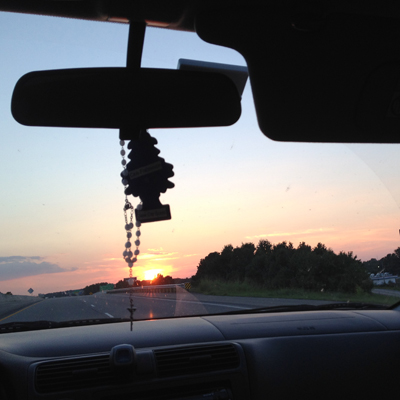 夕陽が正面、西に向かっている証拠