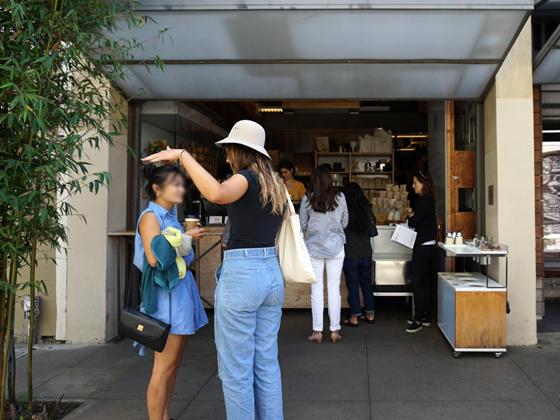 通りすがりにバタバタと撮ったのであまりいい写真じゃないけど、これが第1号店。