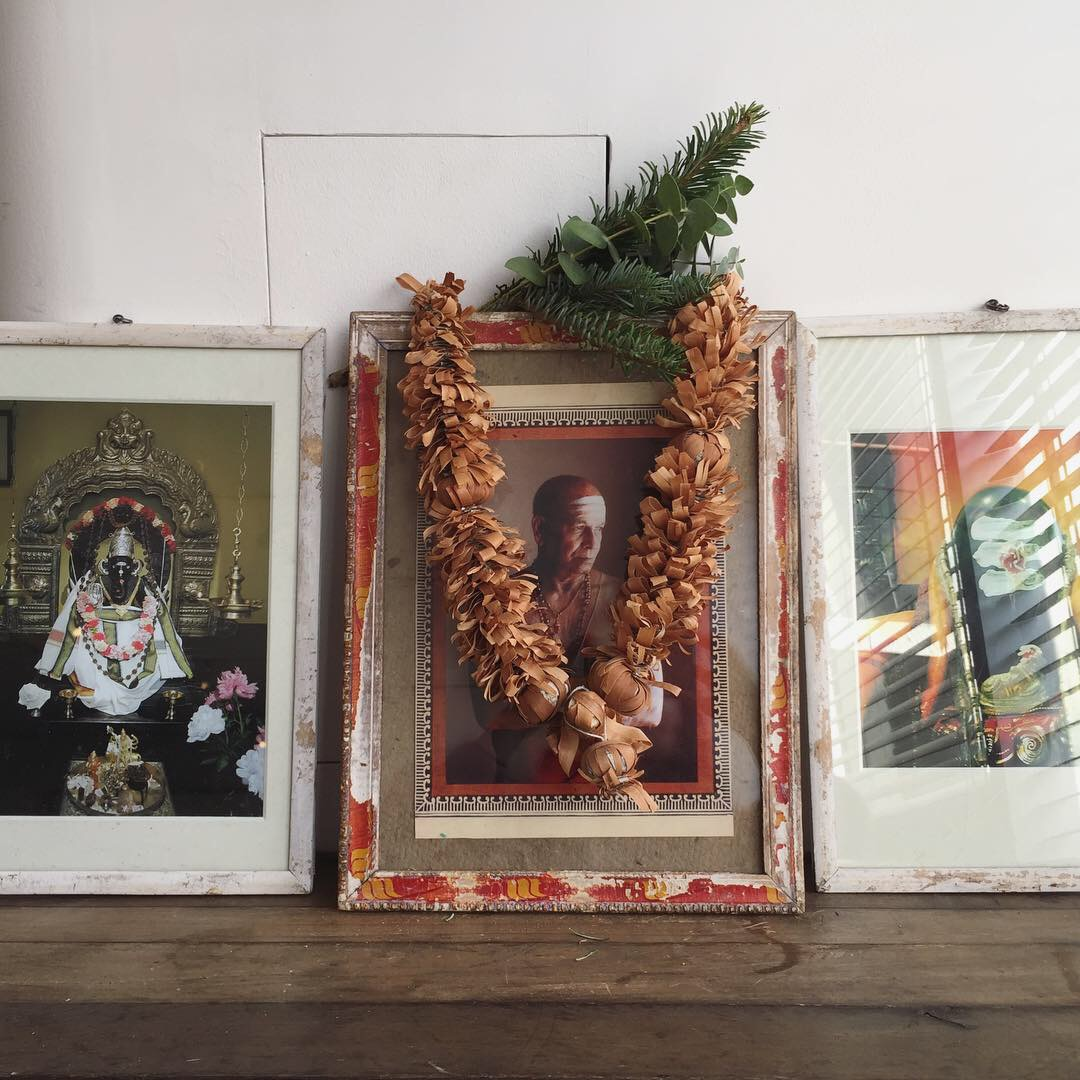 グルジとインドの神様の写真のフレームとか、フレームまわりの飾りのセンス!好きだわー。