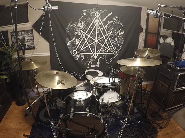 @mikey.peterson might have recorded some drums about a week ago but it's all speculation. Maybe he went to the studio and set all this up just for these two pictures.  No but really these drums sound crazy good. @gravelessstudios is looking fresh these days.  #drumporn #drums #yeit #gravelessstudios #microphone #recording #newmusic #gretsch #gretschdrums @gretschdrums #57chevy #avrillavigne #sandwich