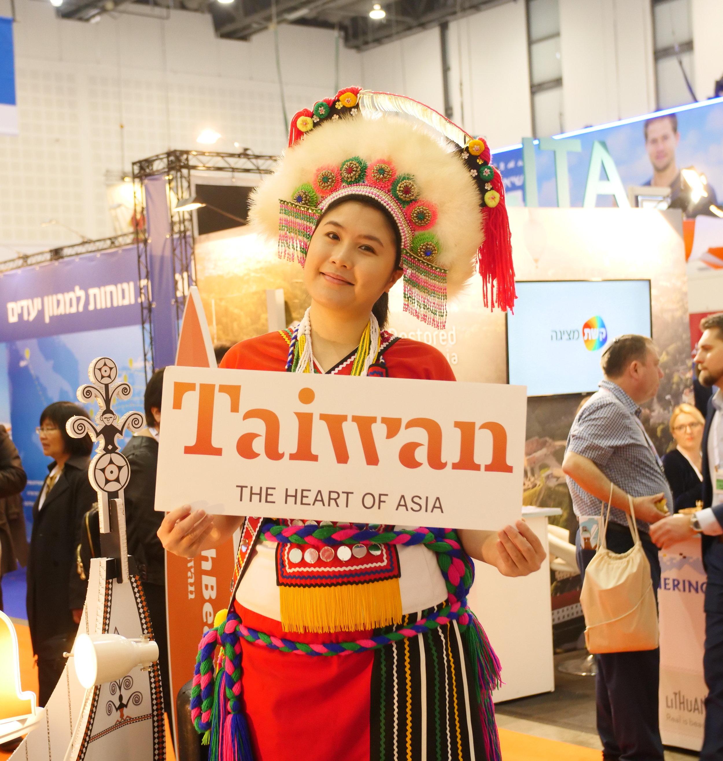 Aboriginal Taiwanese dancer.JPG