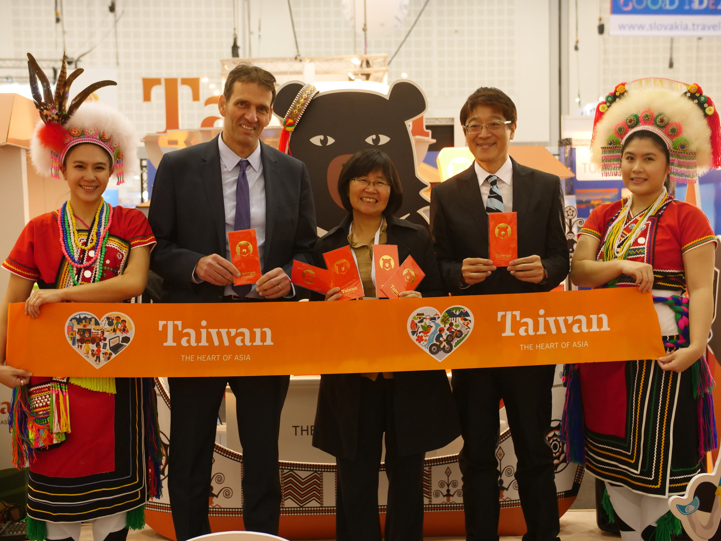 From left to right - Director General Amir Halevi of Israel's Ministry of Tourism, Deputy Director General Shu-Hui Chen of Taiwan Tourism Bureau, Director Trust H.J. Lin of the Taiwan Tourism Bureau's Singapore Office .JPG
