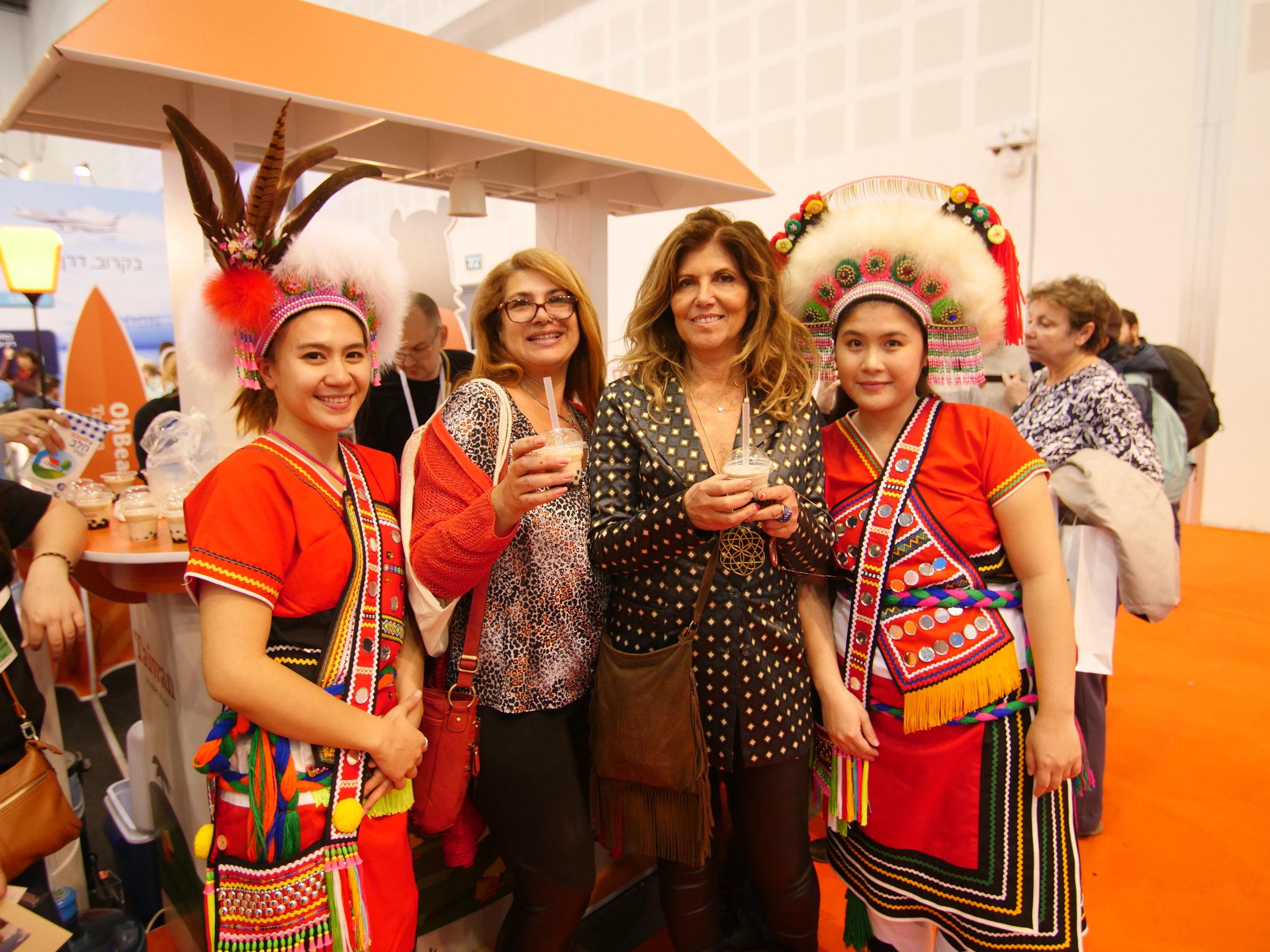 Guests enjoying bubble milk tea and Taiwanese aboriginal dancers.JPG