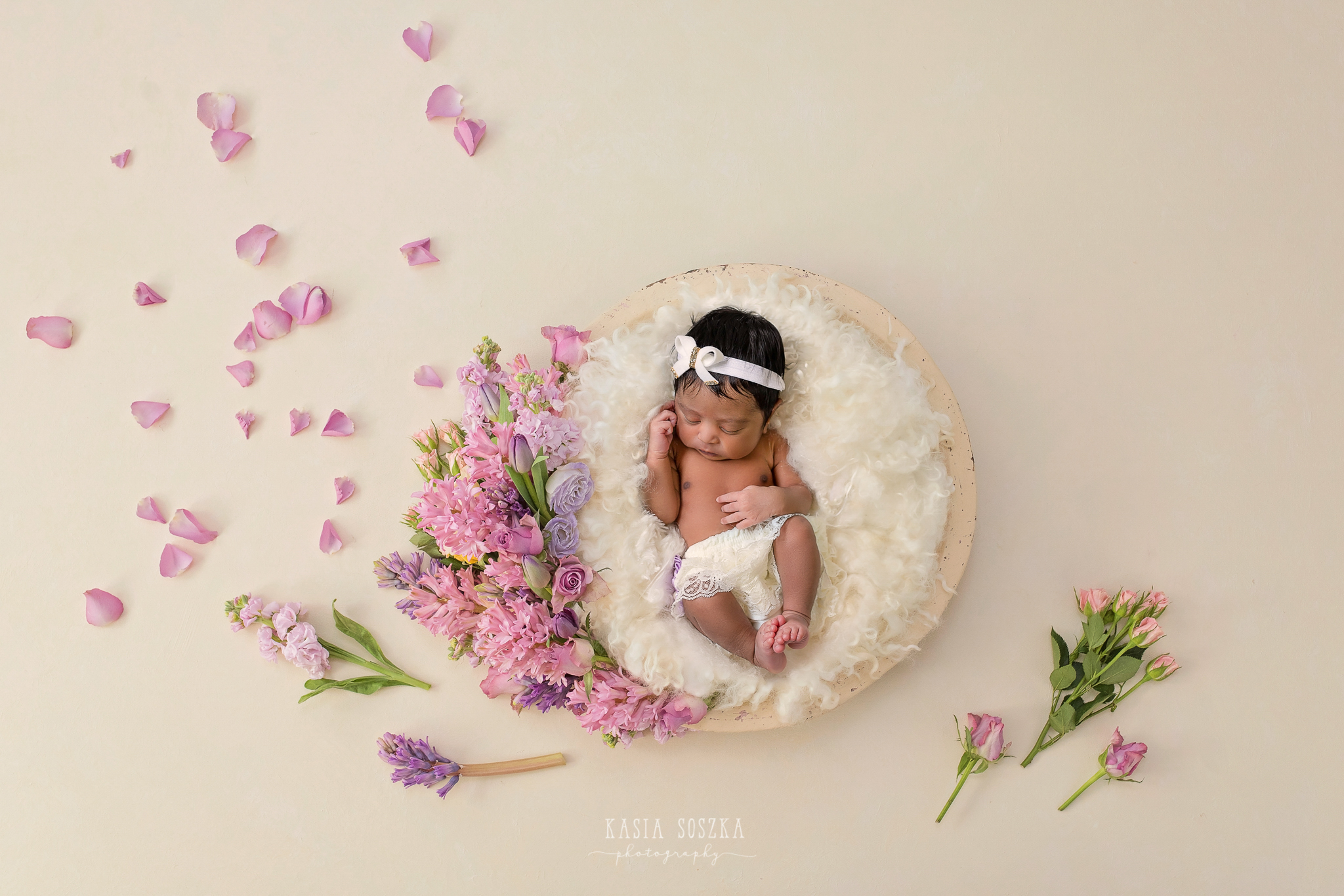 Newborn photography Leeds-Bradford-York-Harrogate: newborn baby girl sleeping in a basket