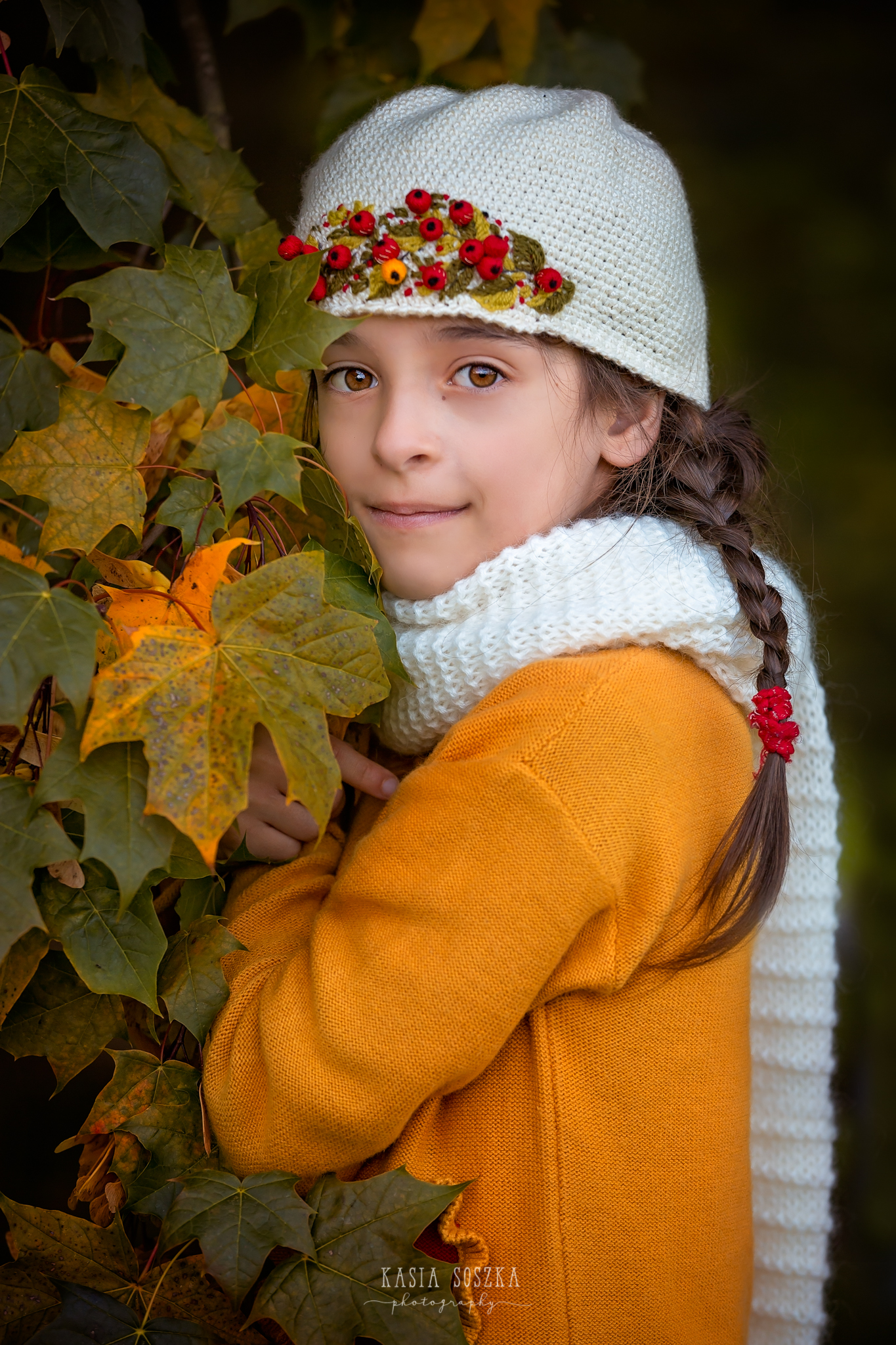 Children photography Leeds, York, Bradford, Harrogate: girl in a yellow sweater and autumn leaves. Child autumn session in Leeds, Yorkshire