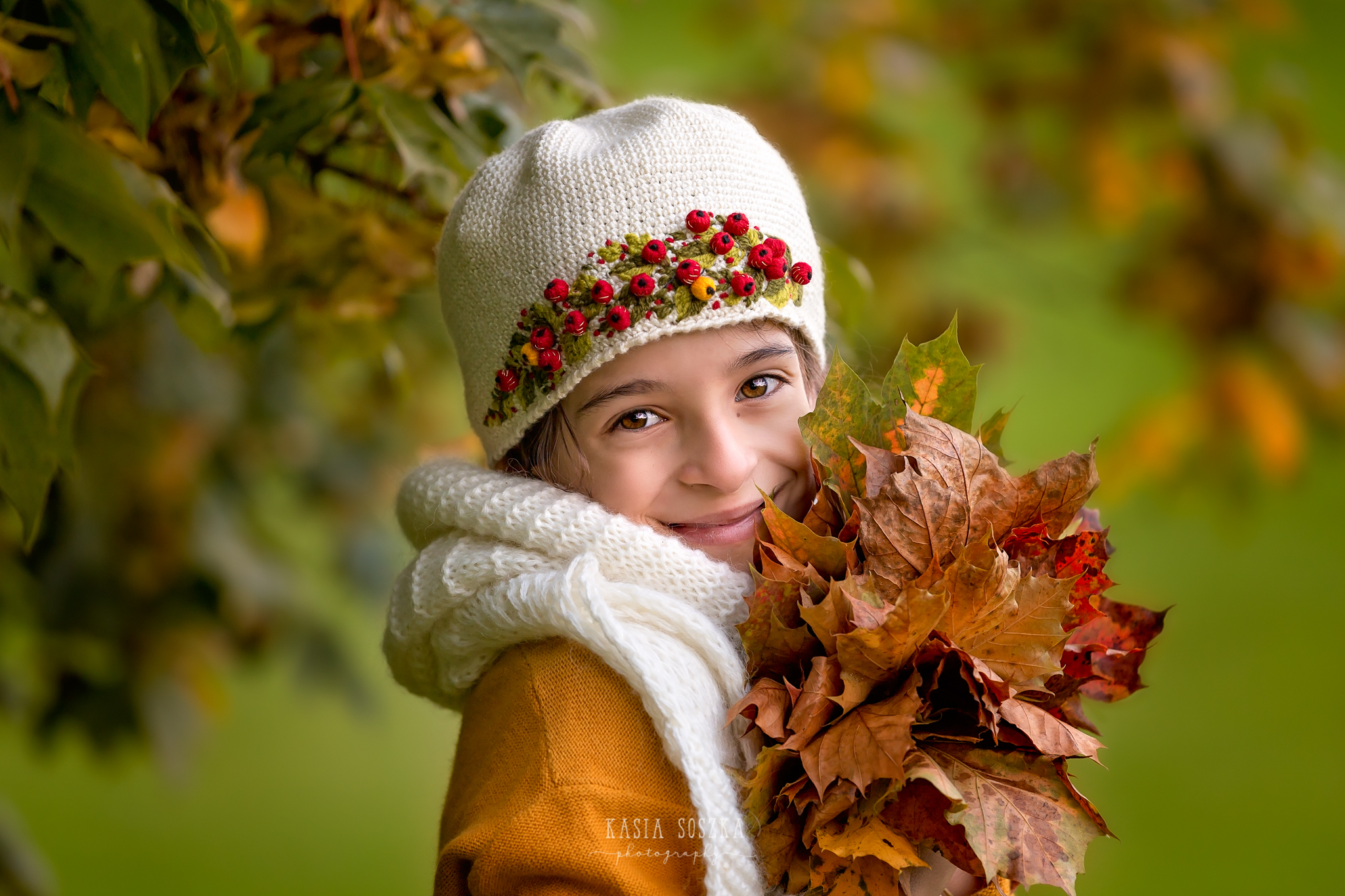 Child photography Leeds, York, Bradford, Harrogate: little girl with autumn leaves. Child outdoor autumn session in Leeds, Yorkshire
