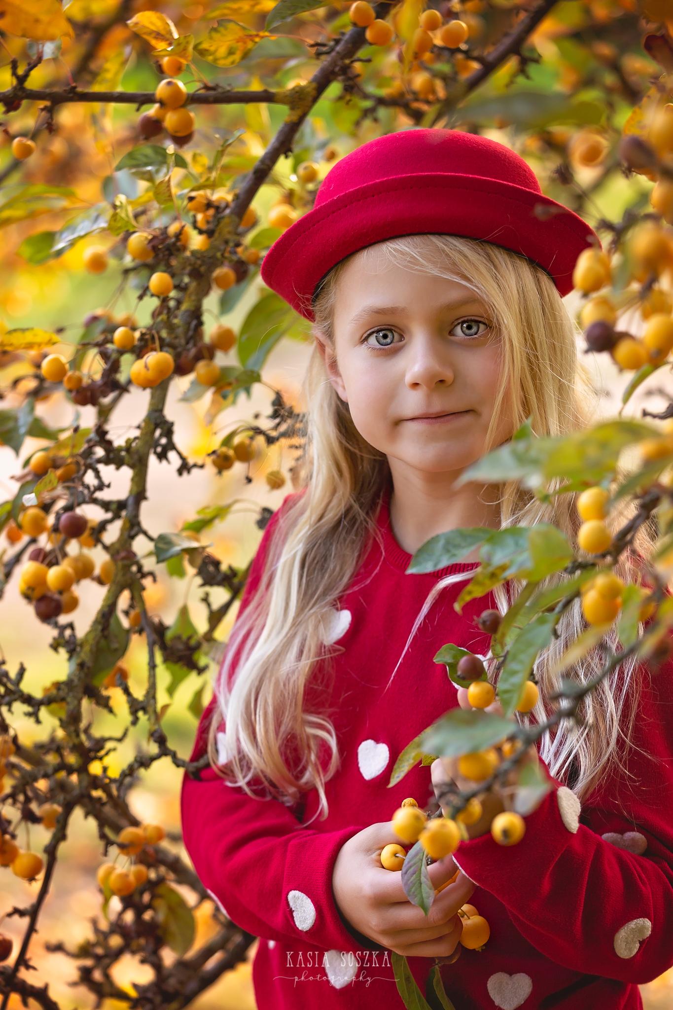 Children photography, child photographer Leeds, York, Bradford, Harrogate: pretty blond girl holding a berry tree branch