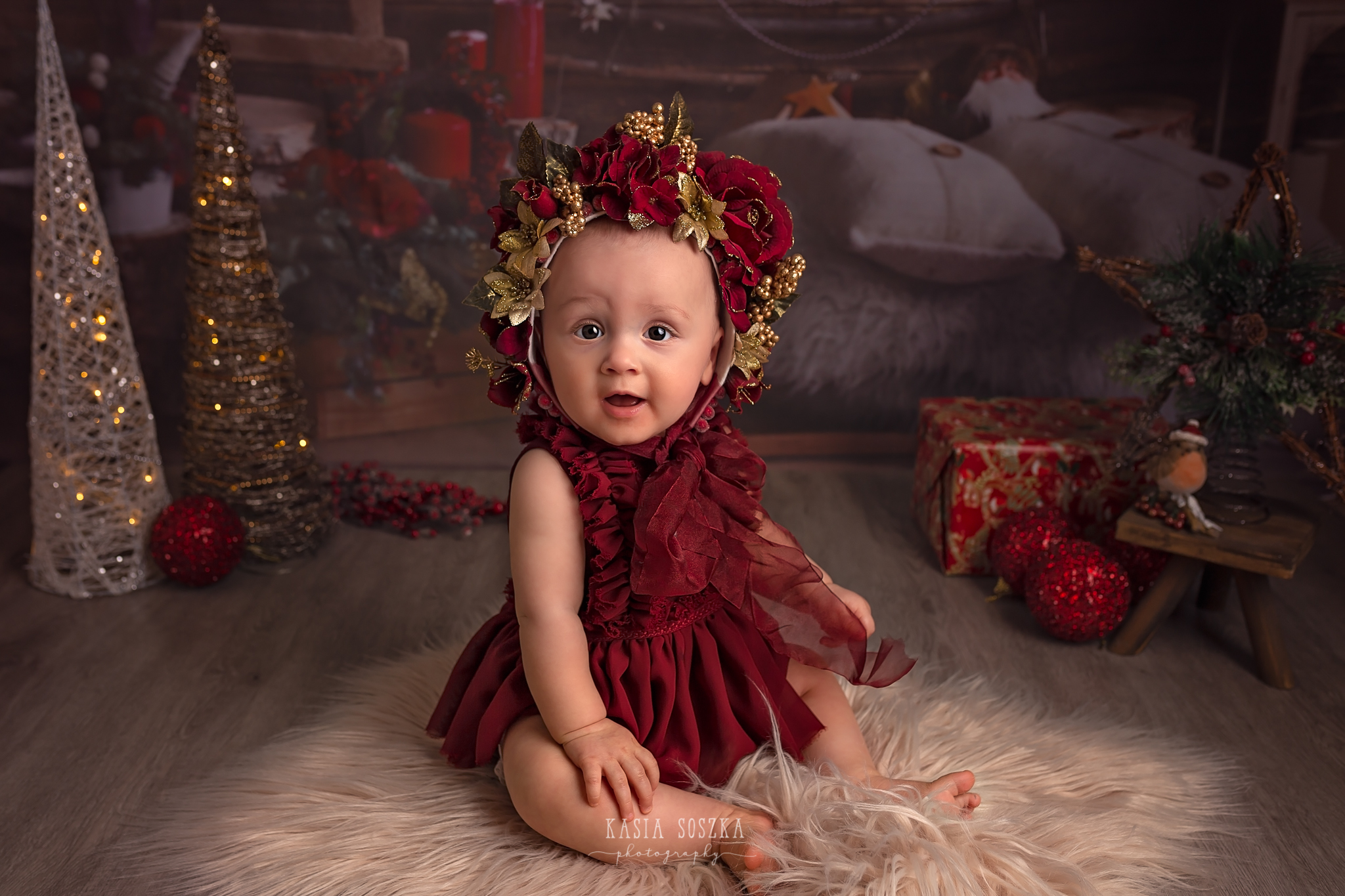 Child photographer Leeds, York, Bradford, Harrogate. Christmas Mini Sessions 2018 Leeds: cute baby girl in Christmas outfit