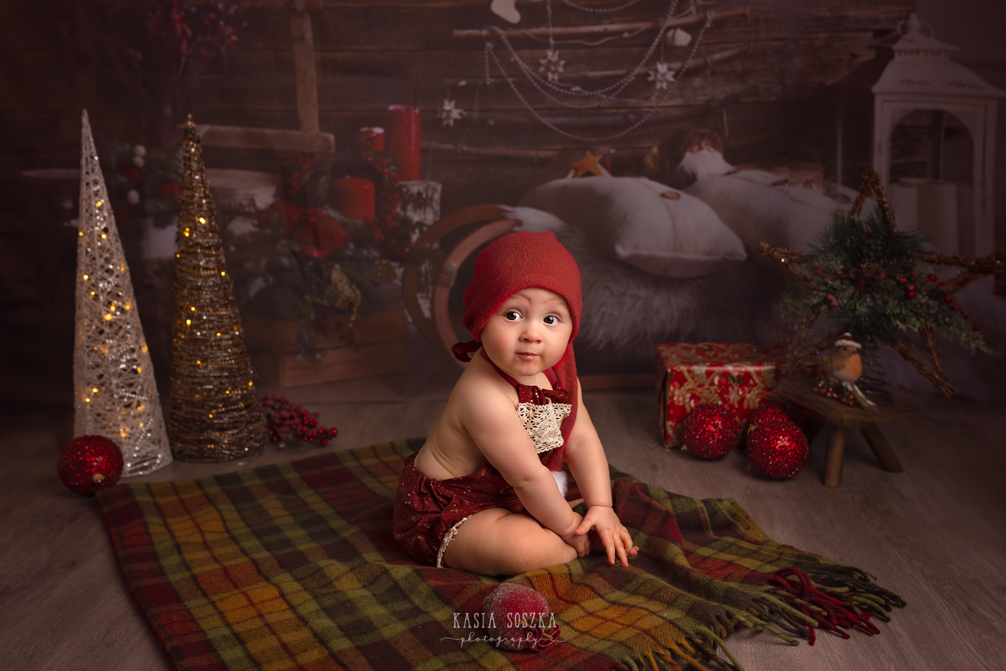 Child photographer Leeds, York, Bradford, Harrogate. Christmas Mini Sessions 2018 Leeds: cute baby girl in a Christmas outfit
