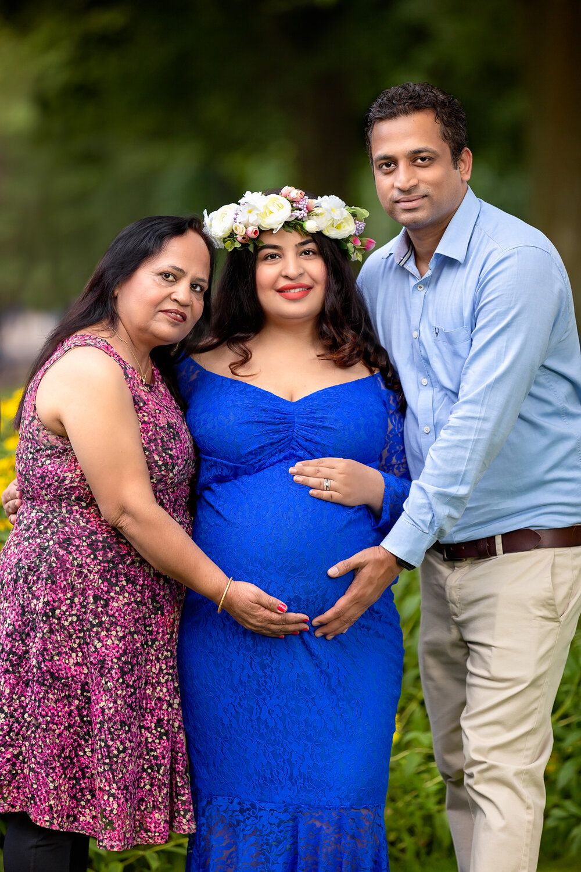 Professional maternity photography Leeds, Bradford, York, Harrogate, Wakefield: family pregnancy photoshoot in Bradford, West Yorkshire