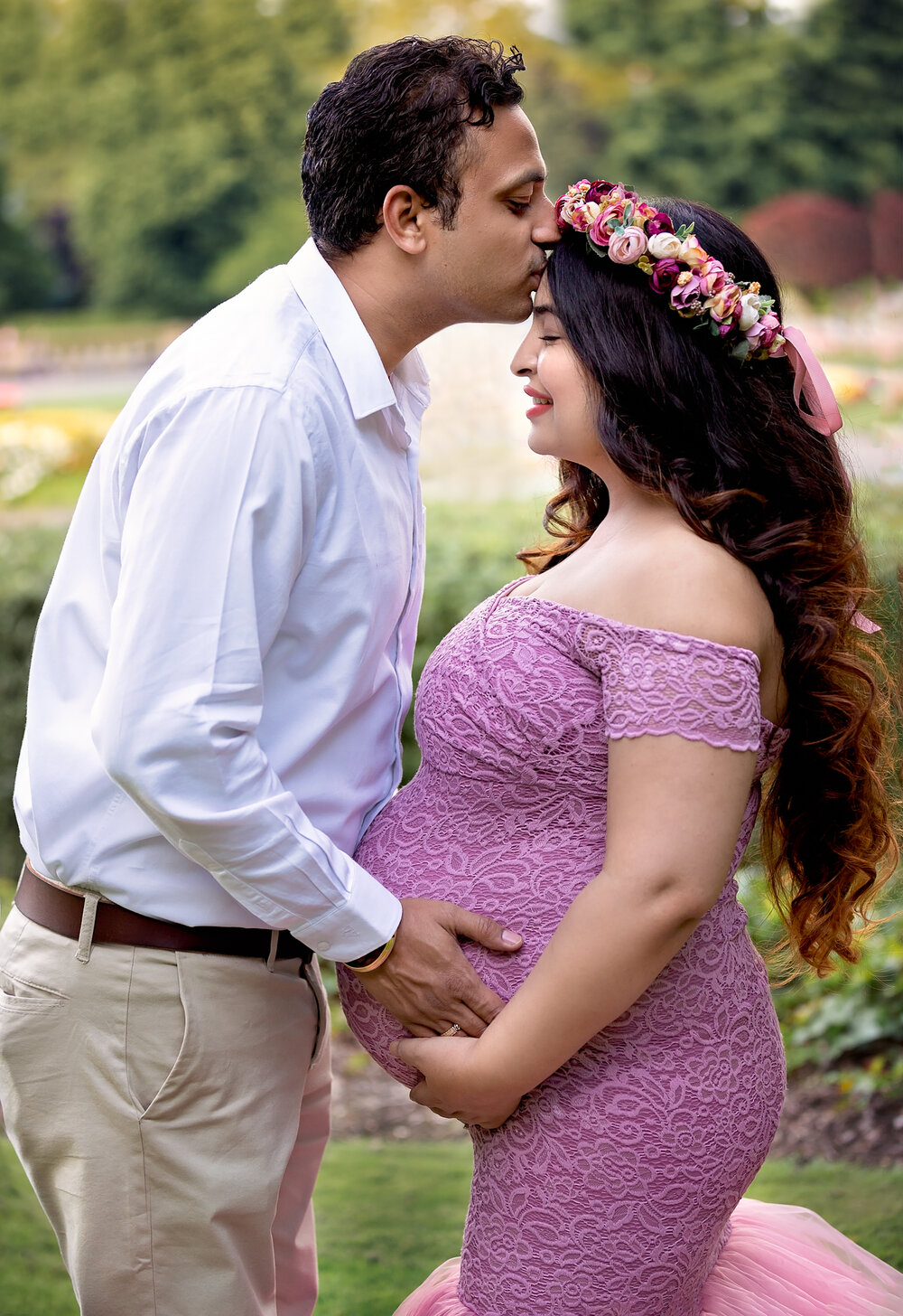 Professional maternity photography Leeds, Bradford, York, Harrogate, Wakefield: beautiful expecting couple during their maternity photo shoot in Bradford, West Yorkshire