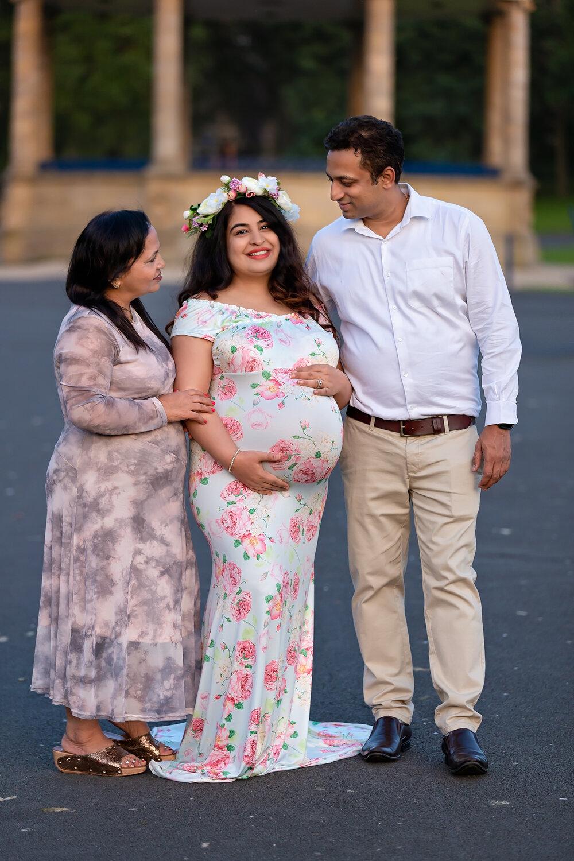 Professional maternity photography Leeds, Bradford, York, Harrogate, Wakefield: family pregnancy session in Bradford, West Yorkshire