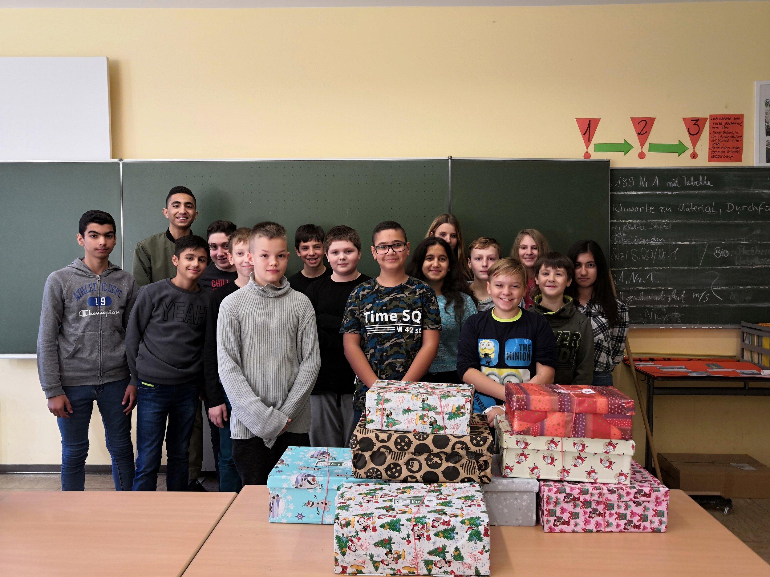 Weihnachten Im Schuhkarton Org.Klasse 7a Mitpacken Bei Weihnachten Im Schuhkarton Karl Fries