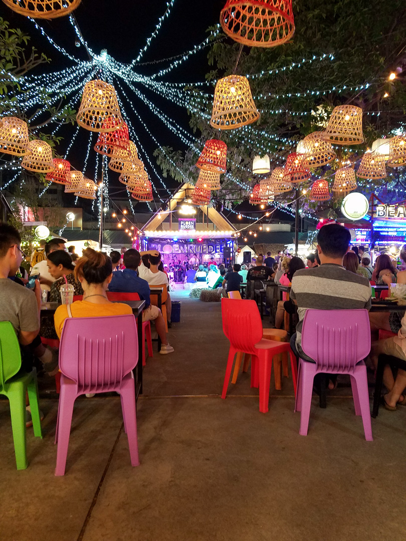 Ploen Ruedee Night Market with Live Music