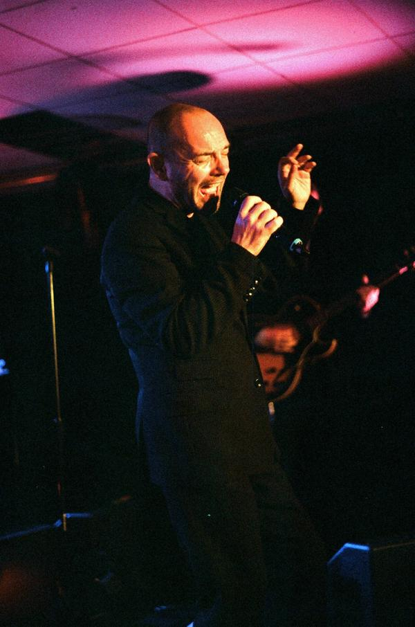 Pat singing with Hue And Cry at the Lemon Tree, Aberdeen, 2008