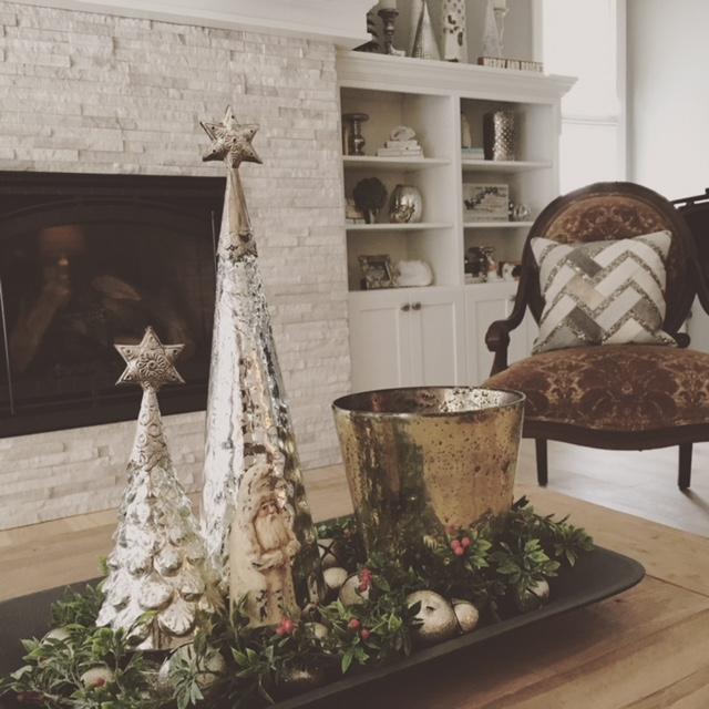 christmas-decorations-tray-coffee-table.JPG