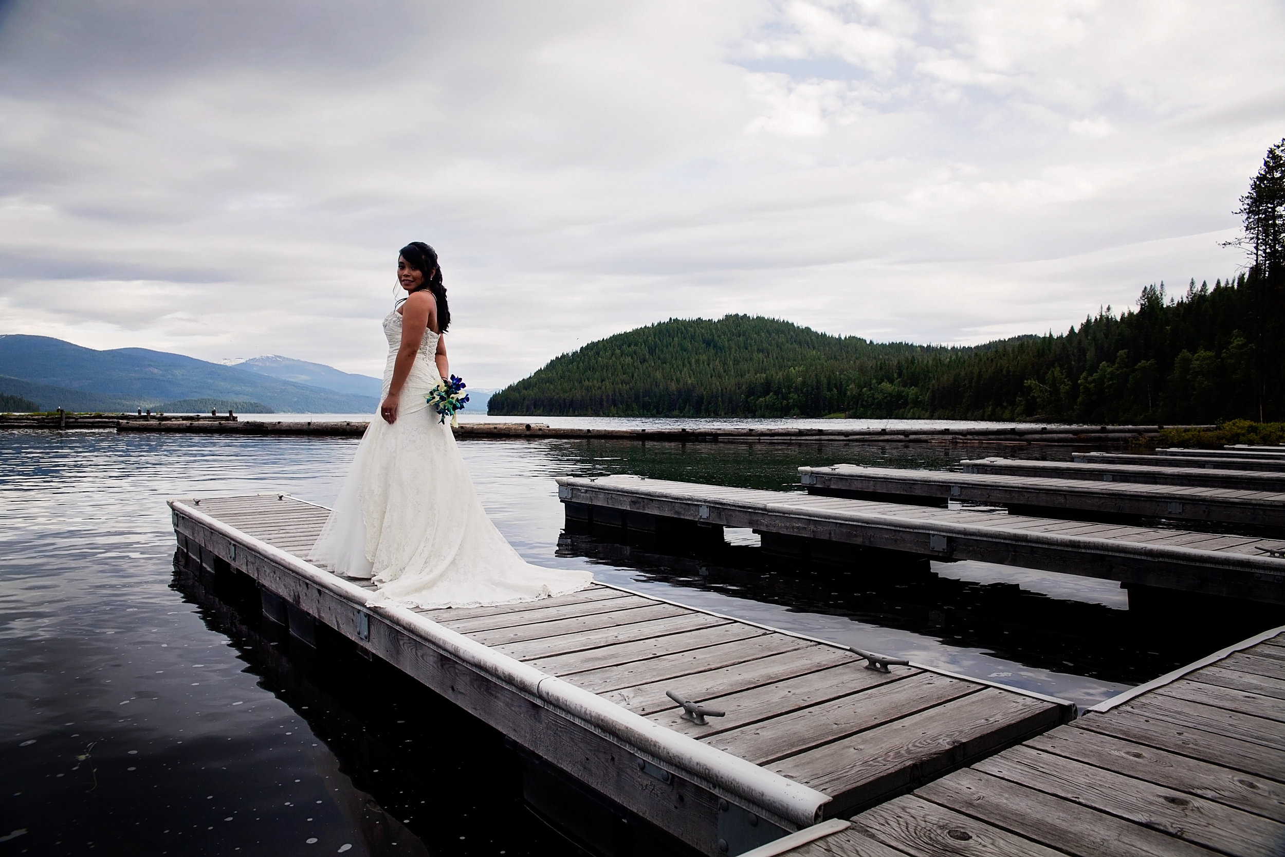 Elkins resort bridal wedding pictures by Spokane wedding photographer Nate Robinson Photography
