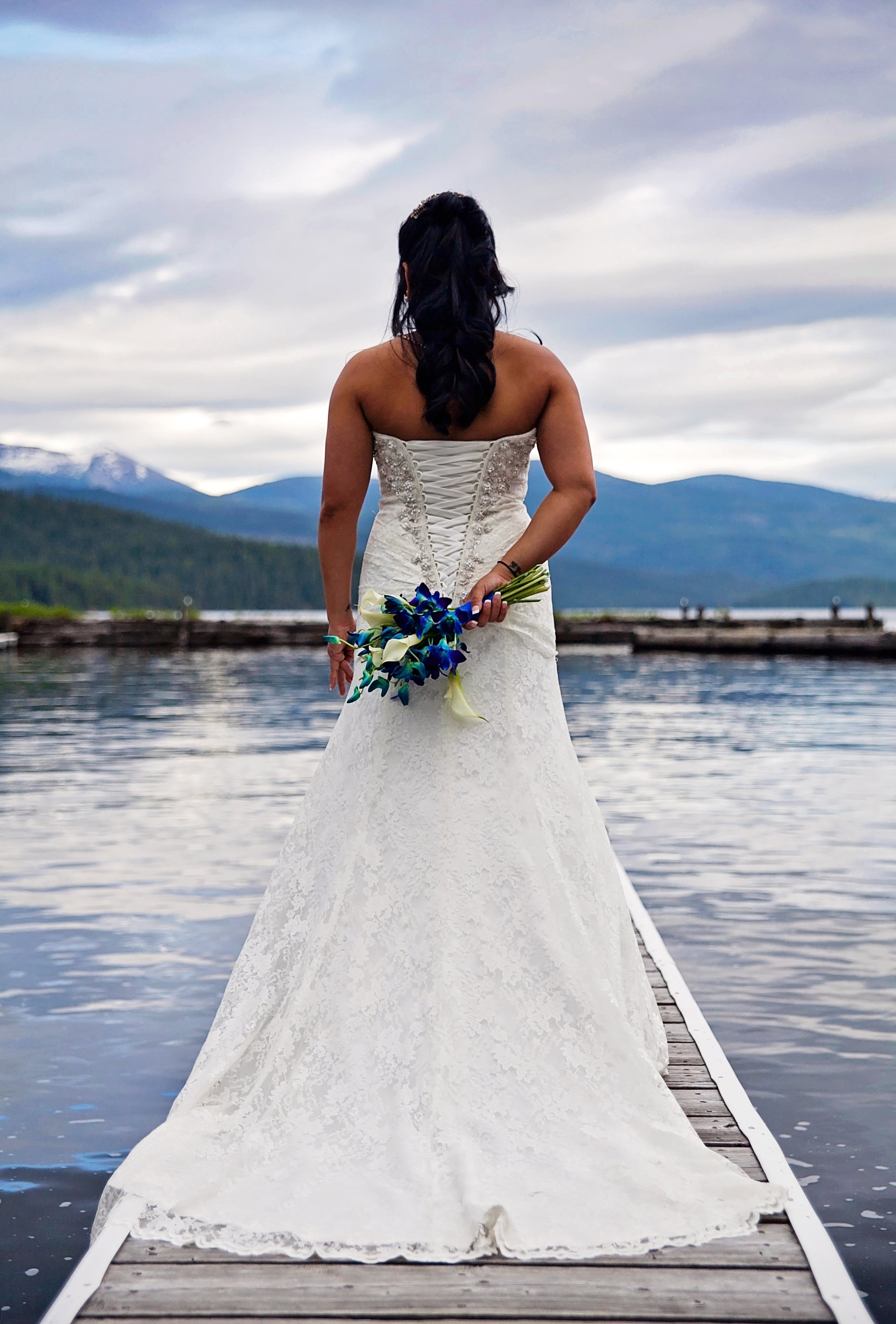 Elkins Resort bride pictures off the lake dock by Spokane wedding photographer Nate Robinson Photography