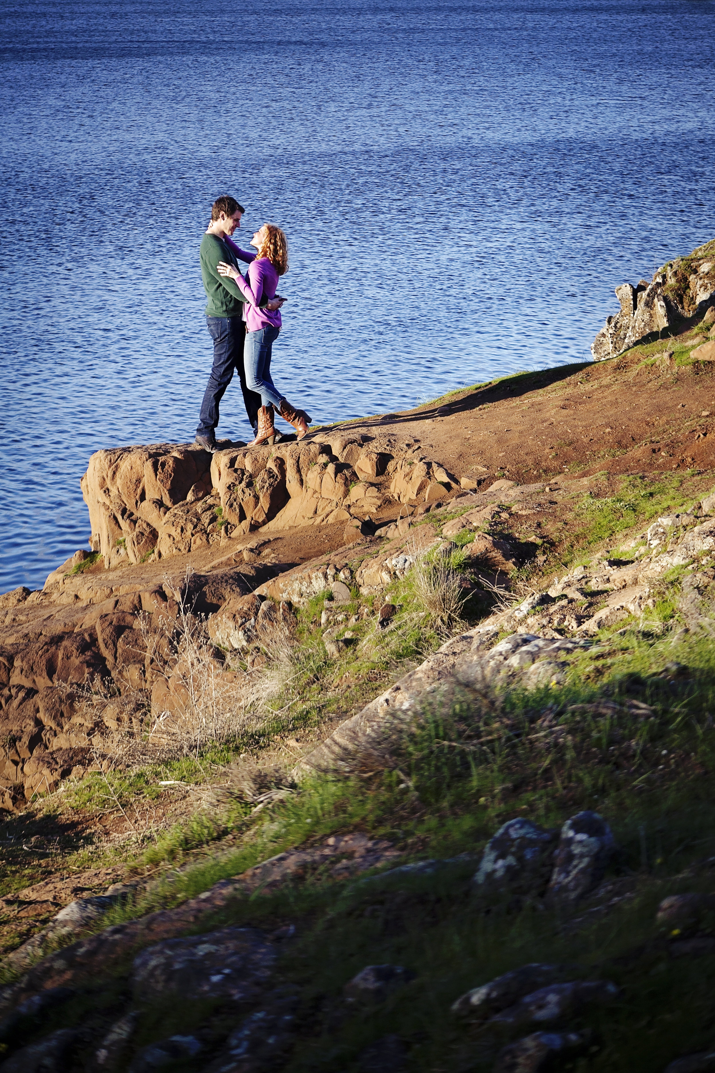 Lake cliff engagement pictures, love this spot in Medical Lake by local photographer Nate Robinson Photography