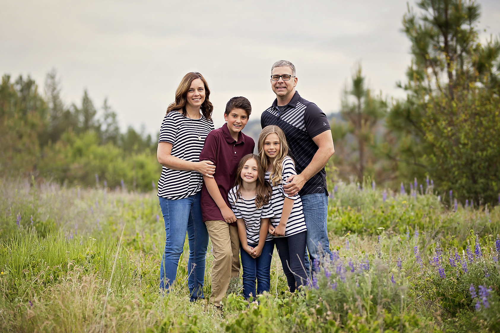 Medical Lake Family Photos in a field