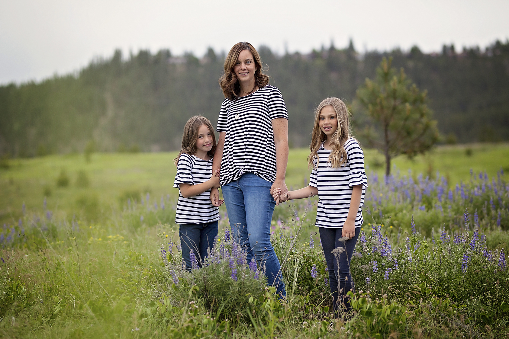 Cheney, WA family pictures. Photo in a field