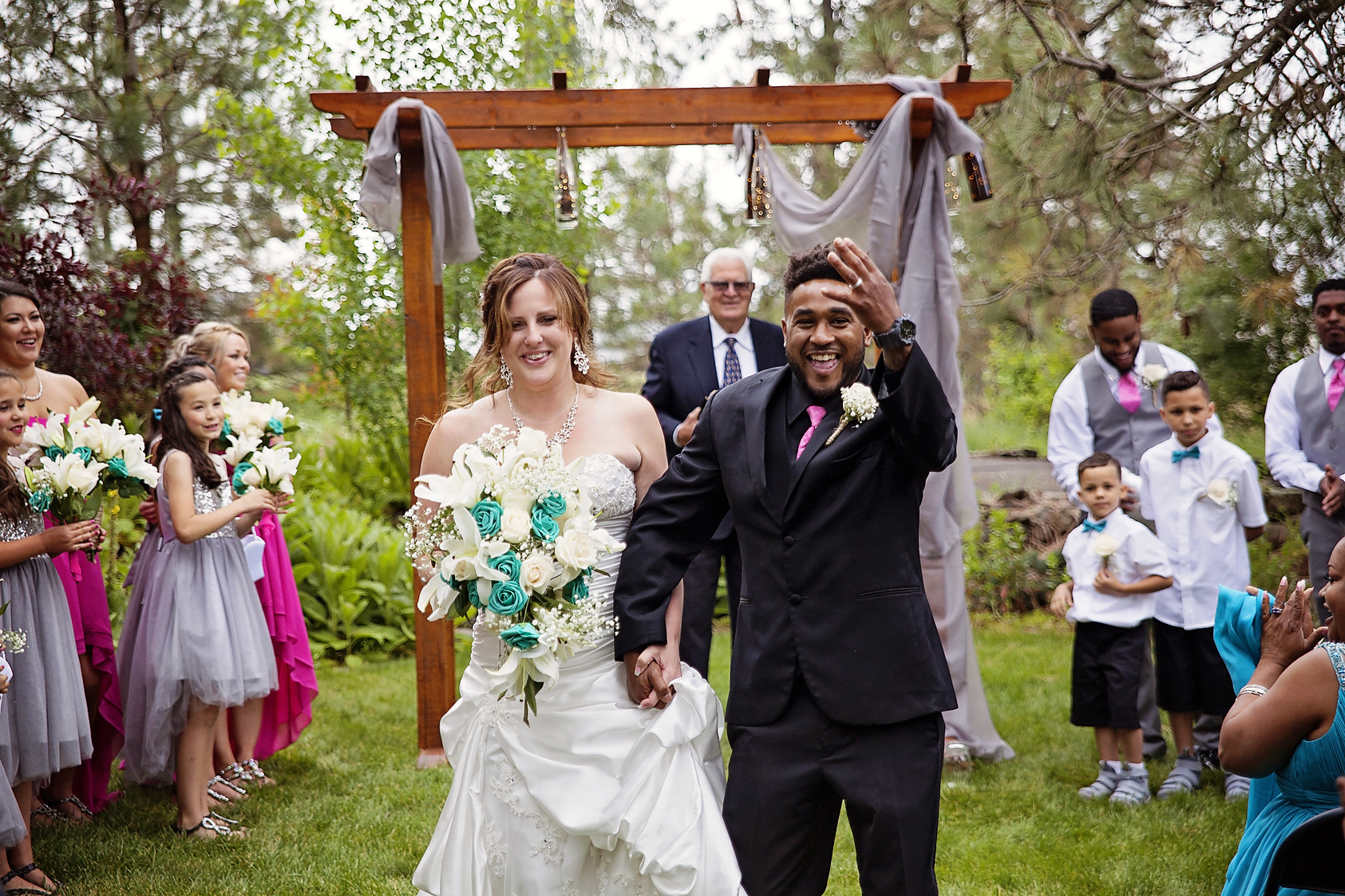 Photographer perfectly captures happily ever after at country outdoor wedding in Cheney, WA