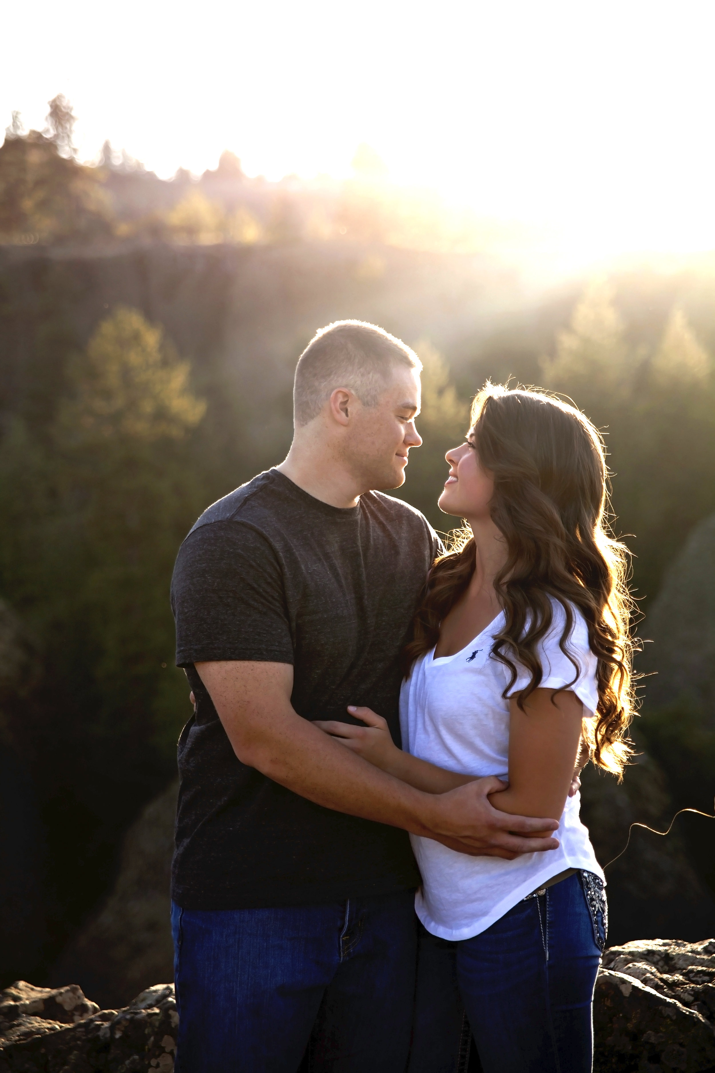 Sunlit Medical Lake couples gets engagement pictures at riverside state park