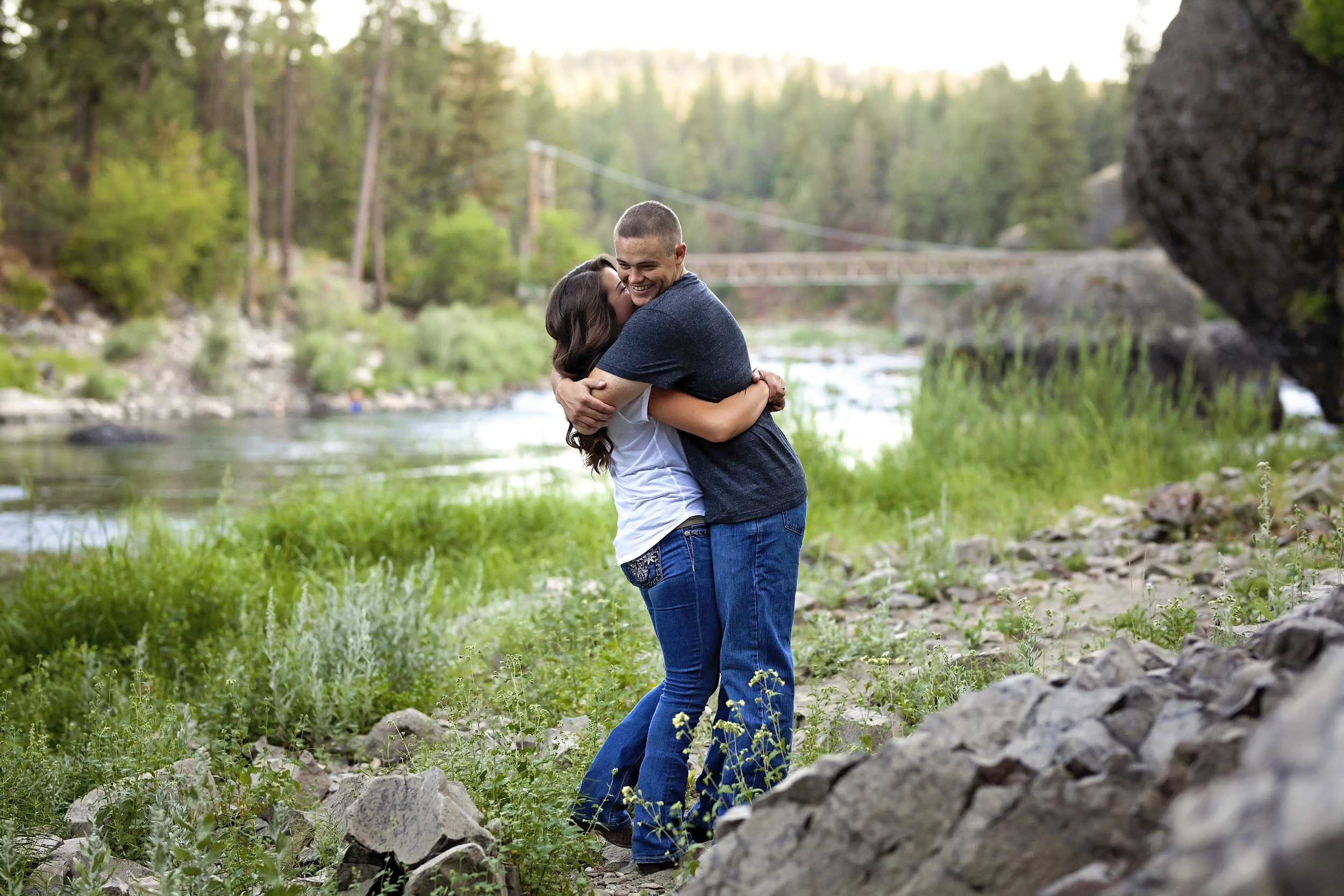 falling in love with this medical lake couples outdoor engagement pictures