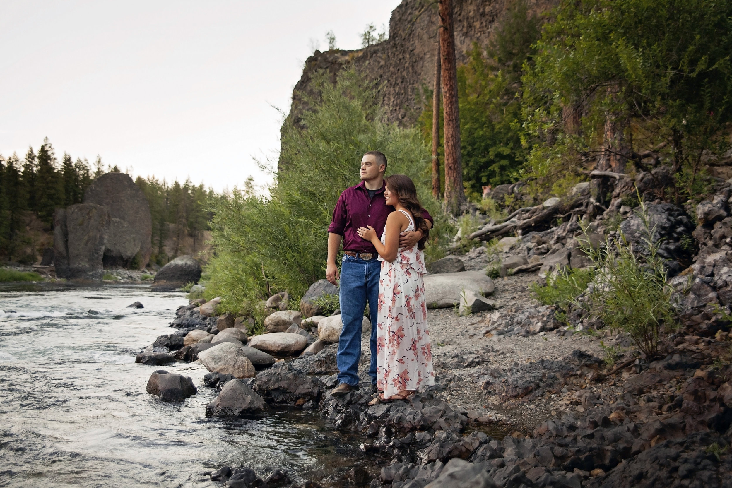 Pullman couple gets woody engagement pictures near spokane river
