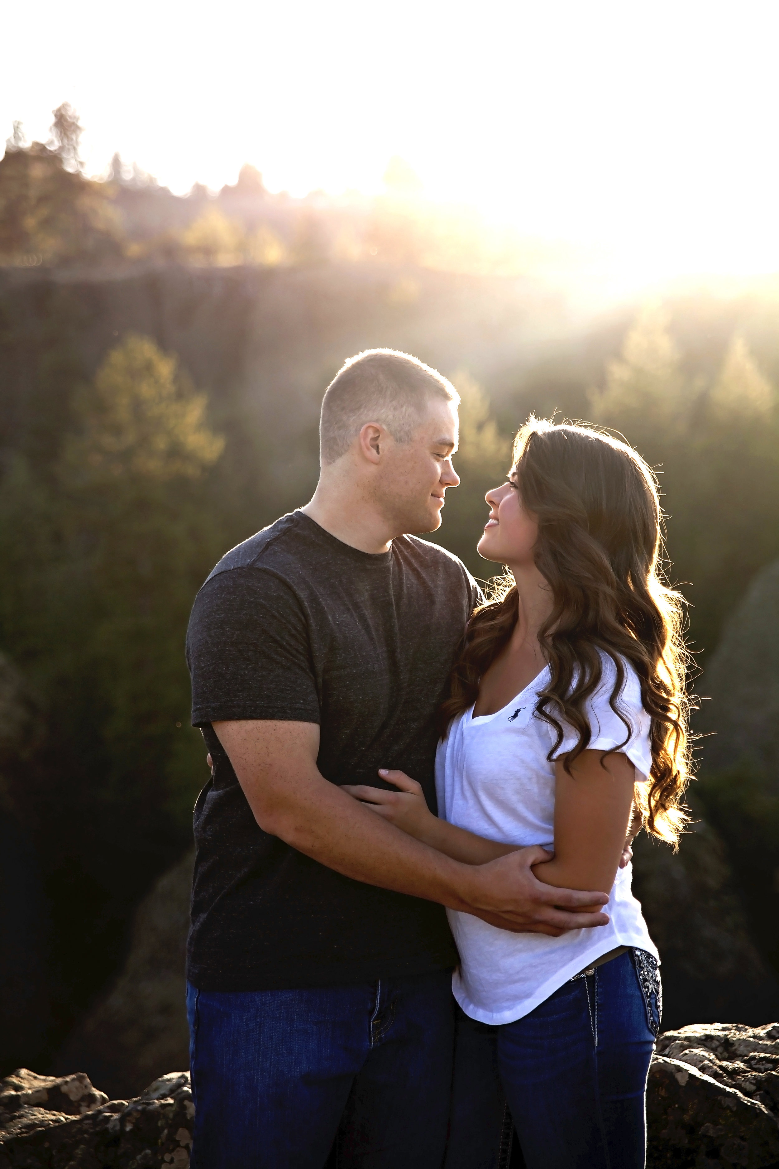 Spokane engagement photographer takes engagement pictures at Bowl and Pitcher, Riverside state park in Spokane