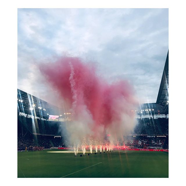 "Came for @chelseafc, got so much more. @dovneon like pink clouds, ""Torfestival"" how Austrian Twitter called it, Roman Abramovich in the skybox & @fcredbullsalzburg 's approach to branding. Happy puppy, one might say. 🙌🏻"