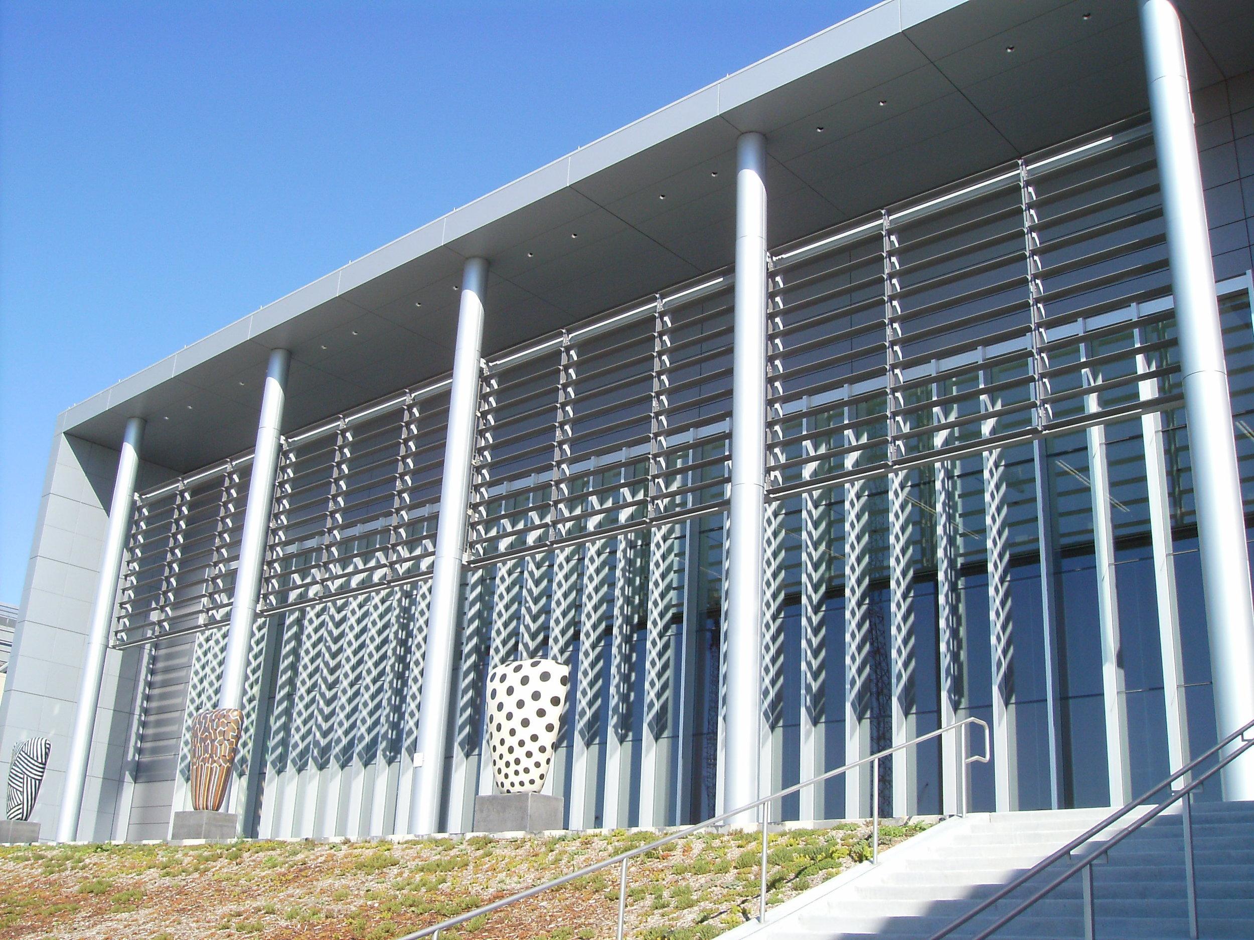 Bartle Hall Conf Center horizontal sunshade.JPG