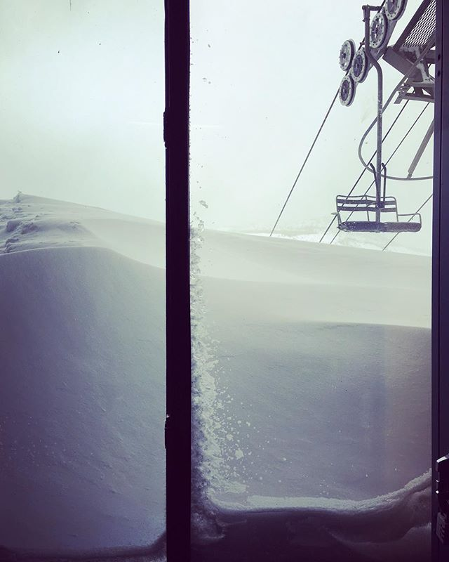 This much snow and an empty chair lift.. #snowday