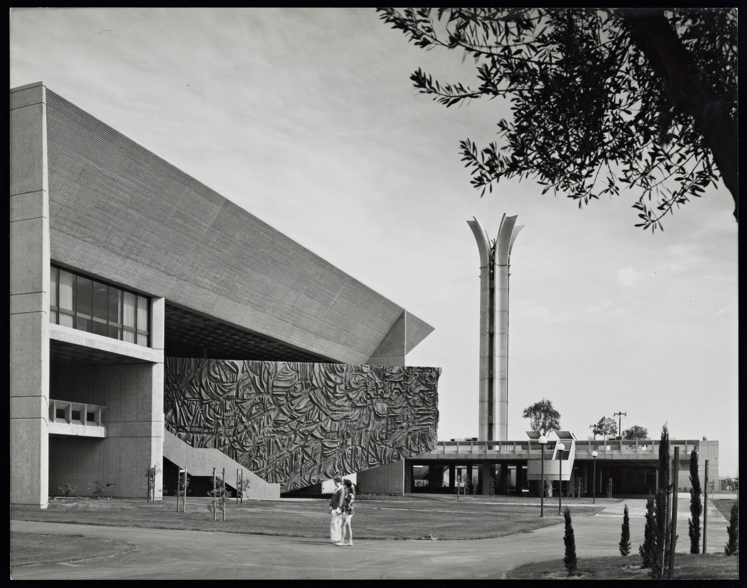 The Cypress College  Library Mural , an expressive counterpoint to its paler, grid-based surroundings. Photographed by Julius Shulman in 1970. © J. Paul Getty Trust. Getty Research Institute, Los Angeles (2004.R.10)