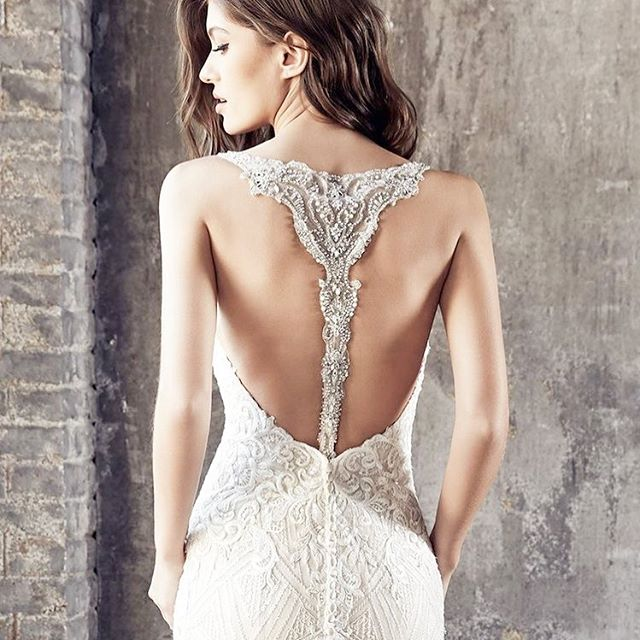 I think the back of the dress might actually be more important than the front 👰🏼 Do you agree?! #weddingdress #weddinginspo #engaged #weddingplanning #isaidyes