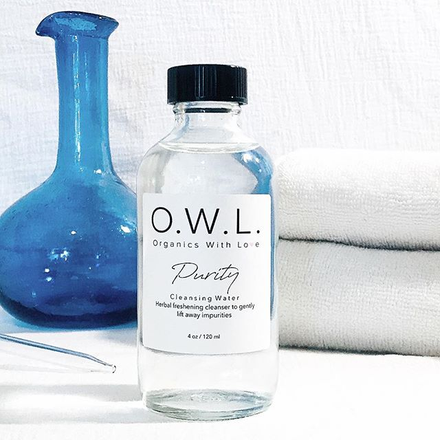 PURITY Cleansing Water is a gentle, non-drying herbal cleanser that lifts away impurities from the skin's surface.  Use it as the second step in your double cleansing regimen to thoroughly clean pores of debris and make-up. 💧
