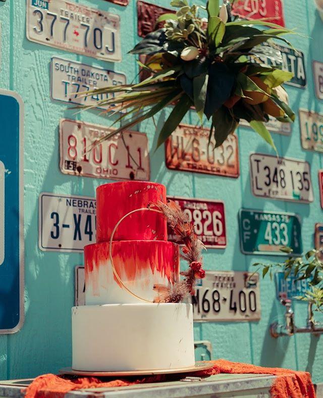 Have your cake and eat it too at Flamingo Springs.  Venue: @flamingosprings Photographer: @lytcreative Planning + Styling: @social.icing.nwa Florals: @olliemaries Cake: @anarchycakestudio Hair and Makeup Artist: @amandajeanomua Bride Model: @_tabathataylor_ Groom Model: @wright_ardor