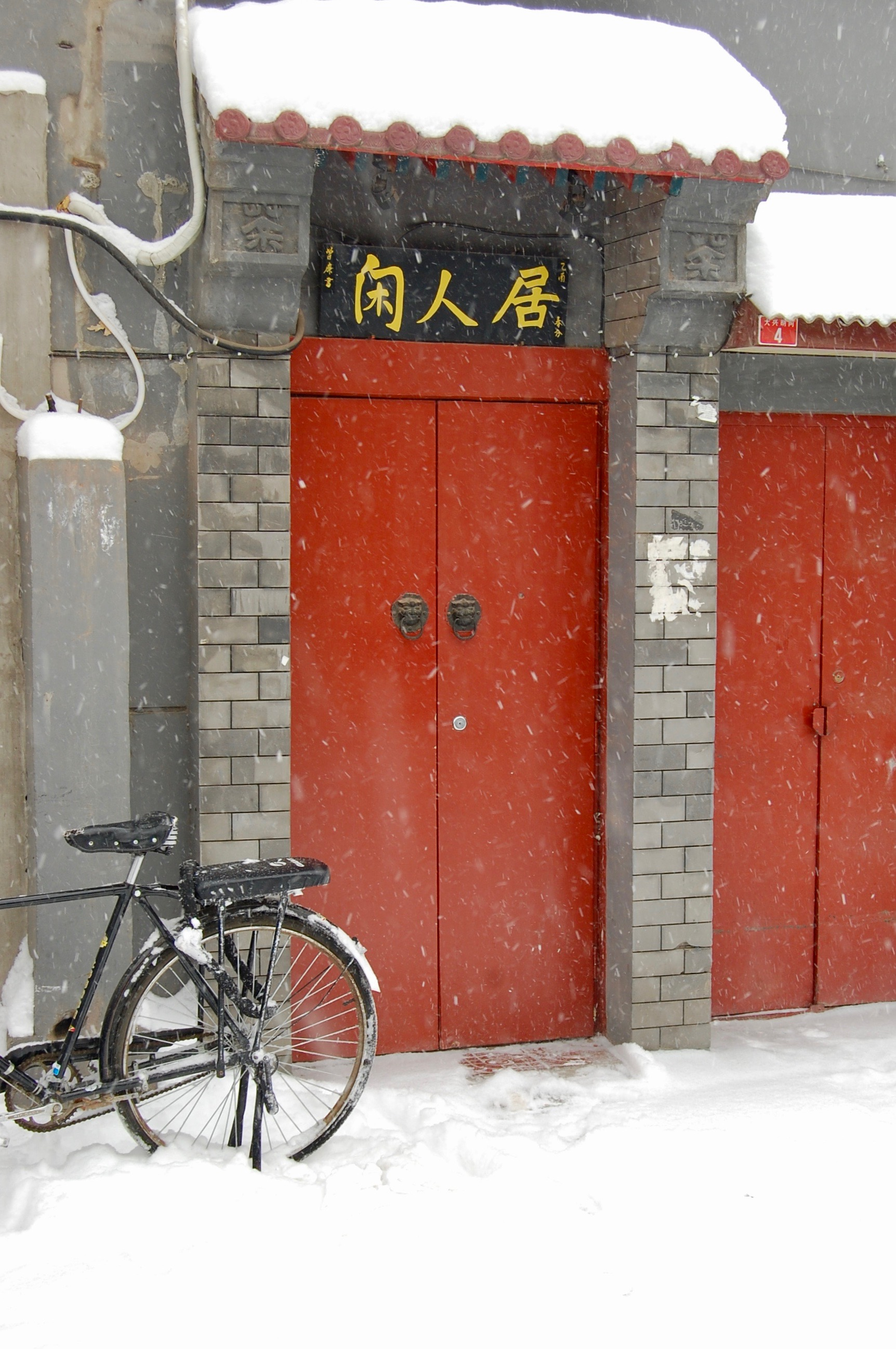Snow falling in the hutongs (Beijing, China)