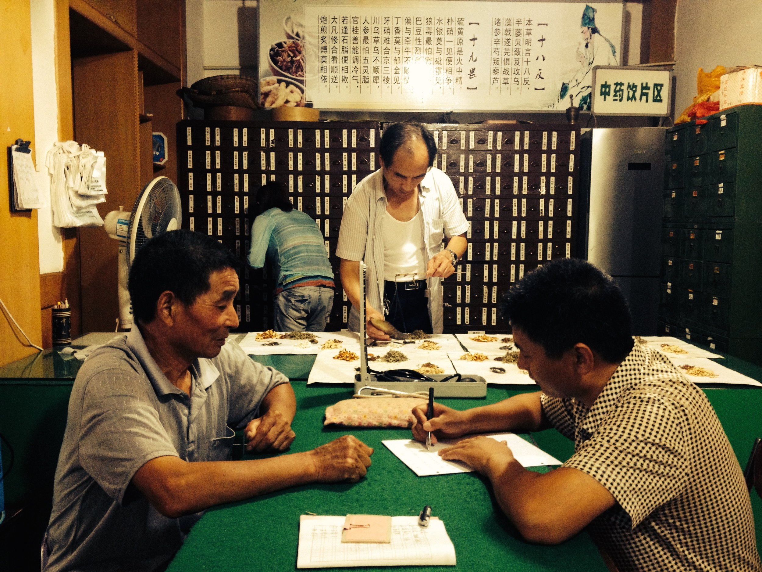 Traditional zuòtáng 坐堂 style consultation by one of Dr. Sun's senior students. In this small town, a practitioner would receive five yuan per visit plus a small percentage of the total cost of the prescription (Weiyang, Sha'anxi)