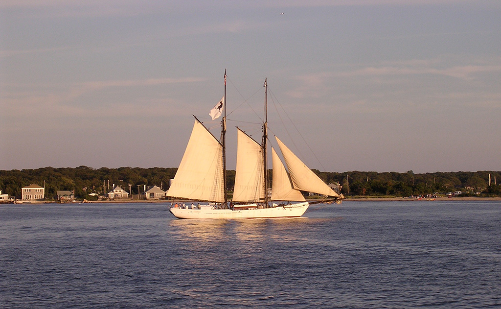 11.schooner-vineyard-haven-harbor.jpg