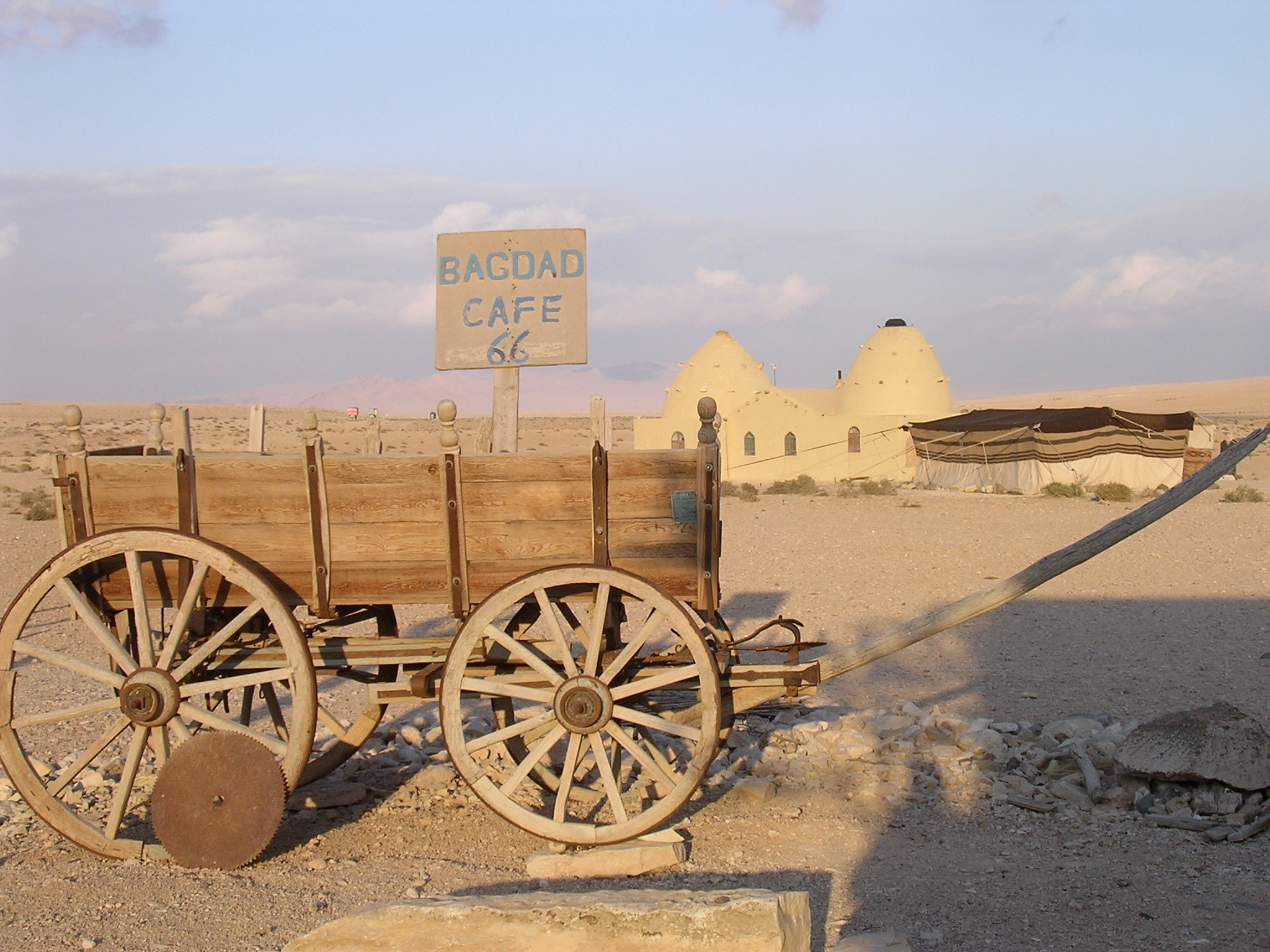 13.wagon-at-the-bagdad-cafe.jpg