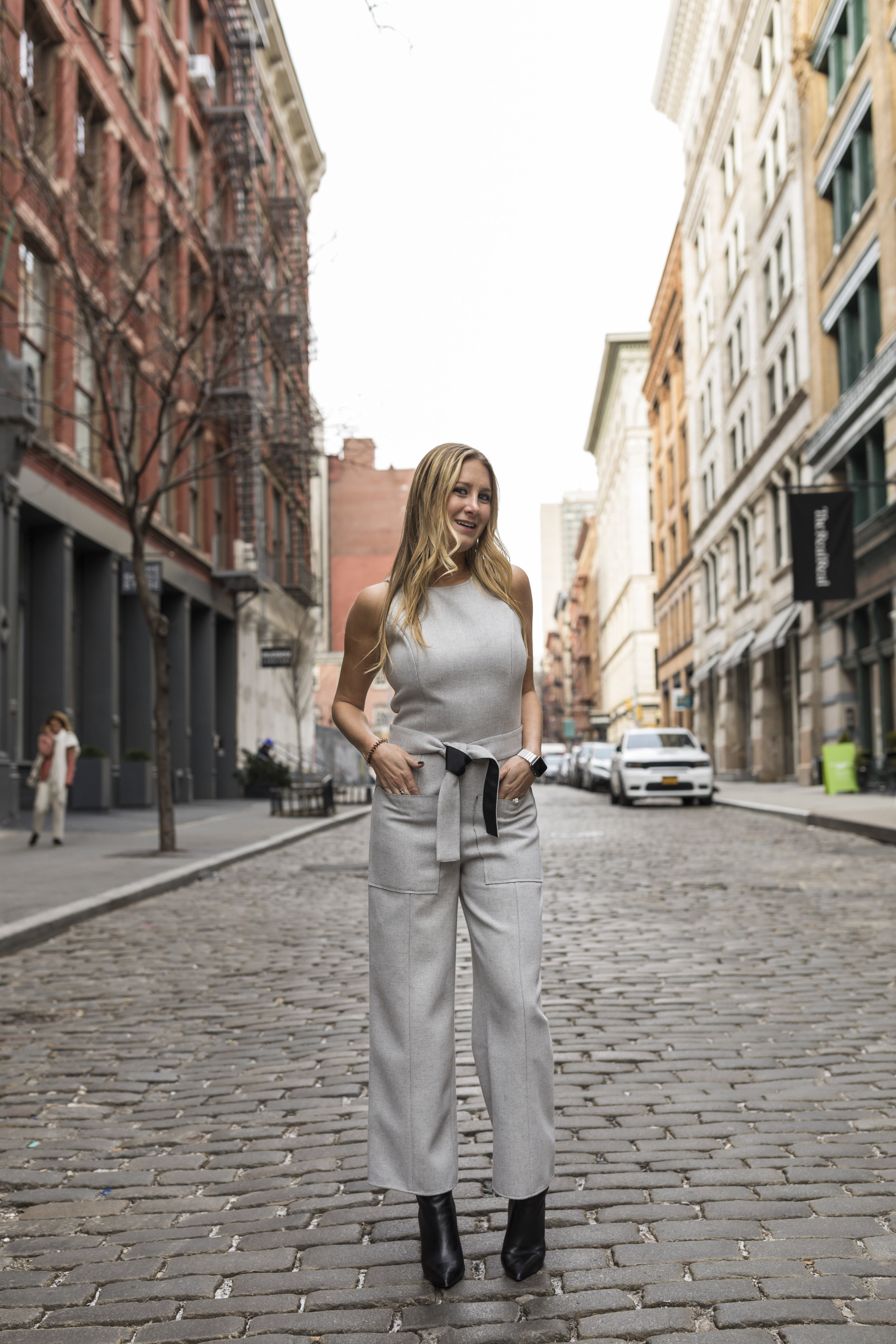 Samantha,  @trendyambitiousblonde_ , showed some love to a grey jumpsuit from a previous collection of Donna's and we are still in love with how elegant and classy it looks.
